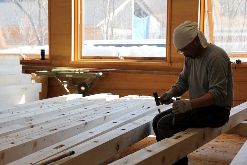 北海道産の木材と手刻み。